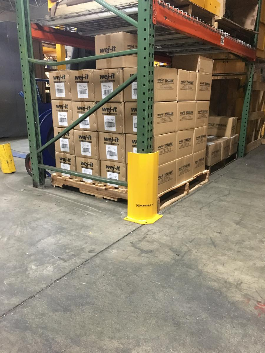 Steel guard for pallet racking